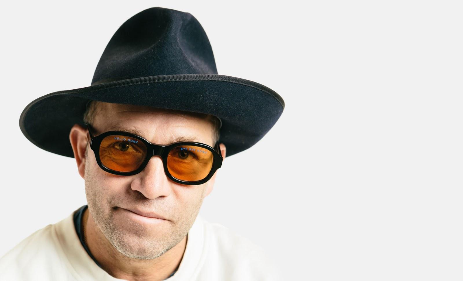 RETROSUPERFUTURE e Mark Gonzales colaboram em óculos exclusivo