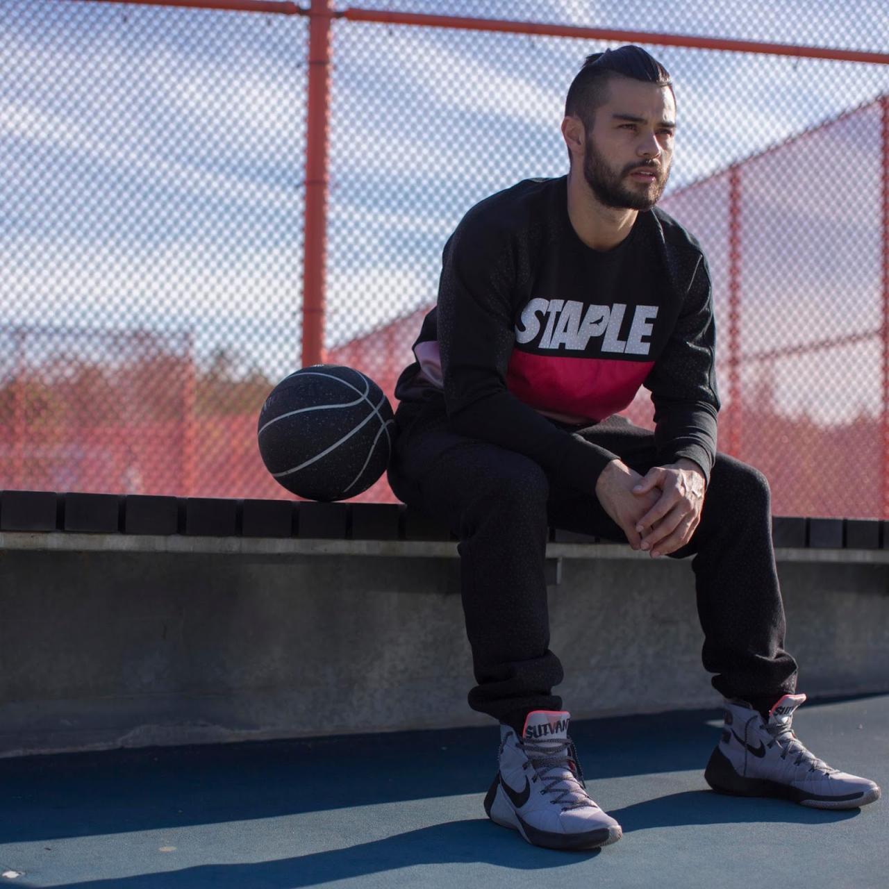 Basquete e sneakers inspiram coleção da Staple