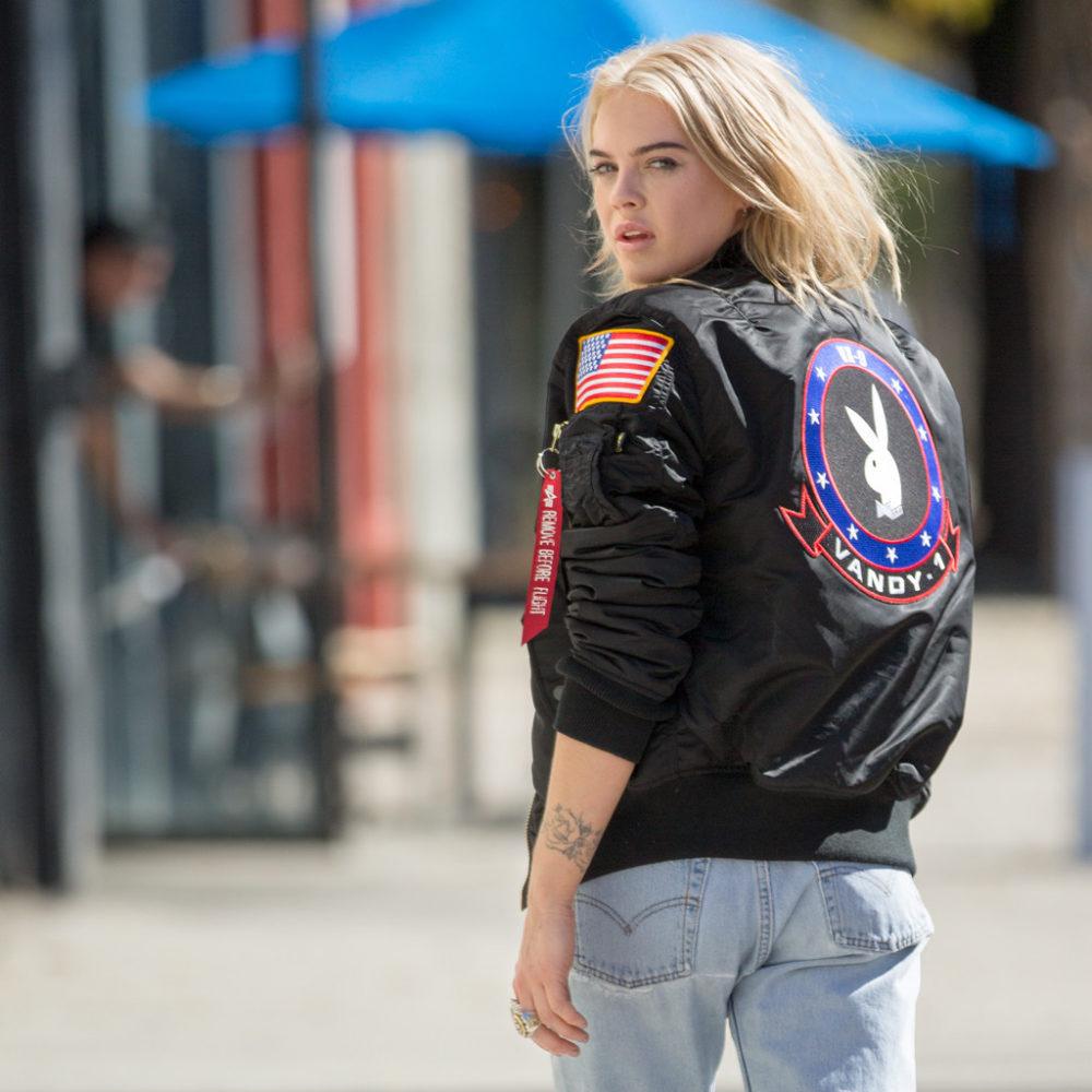 Alpha Industries e Playboy lançam versão da jaqueta MA-1