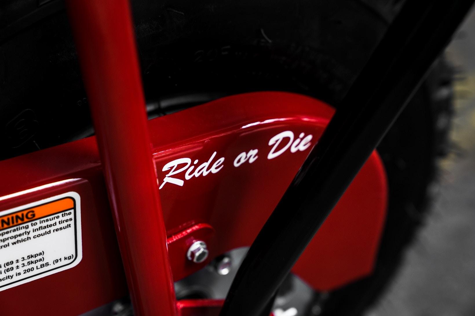 supreme coleman ct200u minibike 03 - Supreme lança oficialmente minimoto com a Coleman