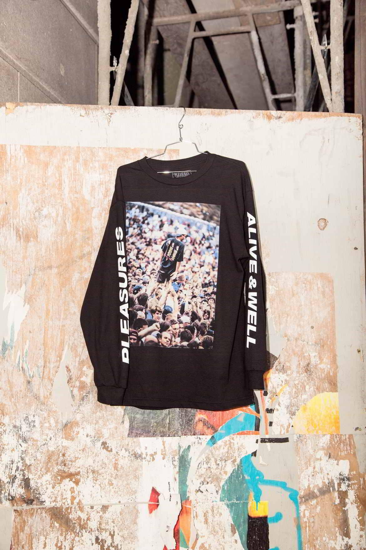 alive and well pleasures grunge colecao 8 - Alive & Well e PLEASURES se unem em coleção inspirada pelo grunge