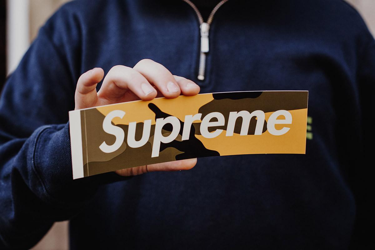 Por que as roupas da Supreme são tão caras? (YOUTUBE)