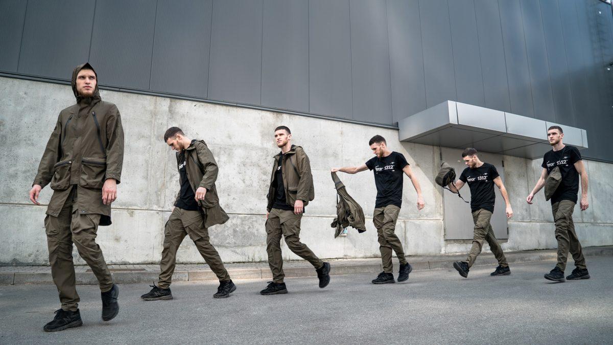 Riot Division se adapta ao uso diário com roupas funcionais