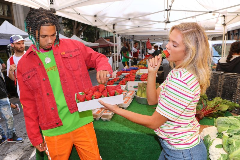 sean wotherspoon guess farmers market lookbook 02 - Sean Wotherspoon e GUESS promovem feira livre para lançar parceria