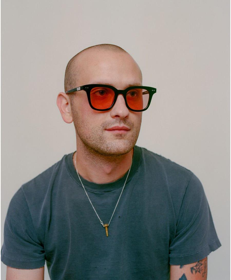 pleasures akila oculos capsula 01 - PLEASURES e AKILA trazem óculos com pegada noventista em cápsula