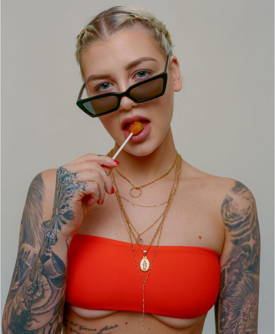 pleasures akila oculos capsula 04 - PLEASURES e AKILA trazem óculos com pegada noventista em cápsula