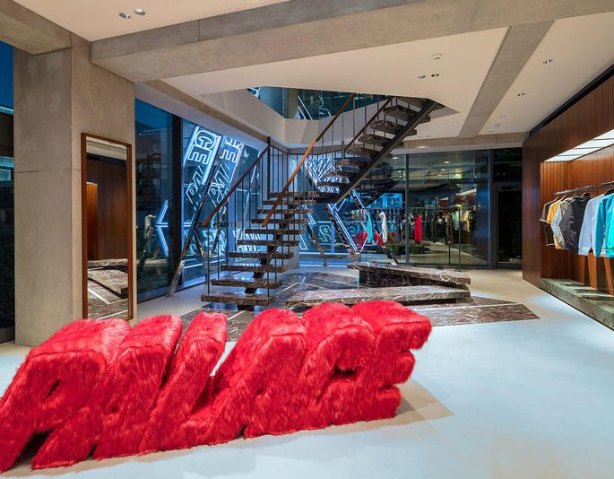 Conheça a nova loja da Palace em Tóquio