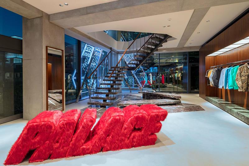 palace tokyo loja 01 - Conheça a nova loja da Palace em Tóquio