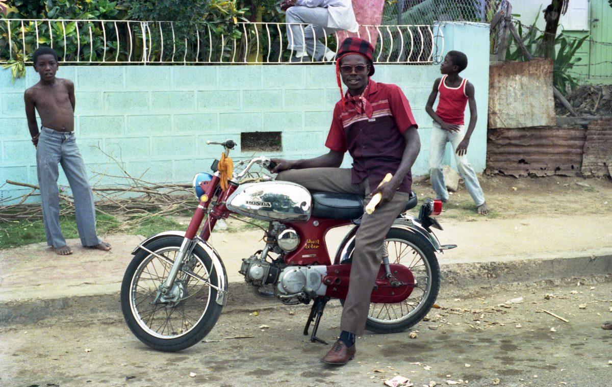 beth lesser ghost rider 1985 - Nephew traz estilo musical jamaicano para coleção de verão