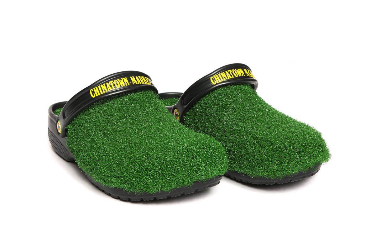 chinatown market crocs grama sintetica 02 - Chinatown Market e Crocs aplicam grama sintética em sandália