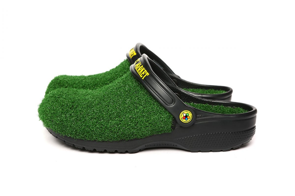 chinatown market crocs grama sintetica 03 - Chinatown Market e Crocs aplicam grama sintética em sandália
