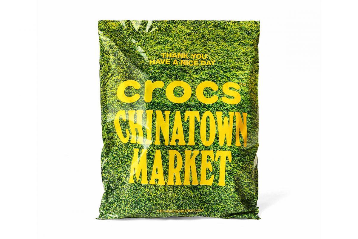 chinatown market crocs grama sintetica 07 - Chinatown Market e Crocs aplicam grama sintética em sandália