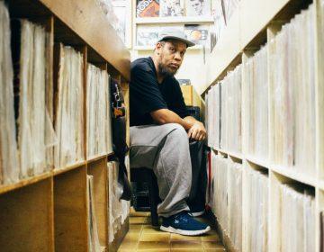 ÖUS celebra 10 anos de carreira do rapper KAMAU com collab