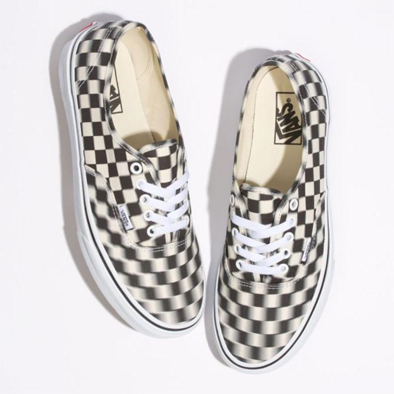 vans authentic blur checkerboard 1 - Vans apresenta Authentic com xadrez embaçado