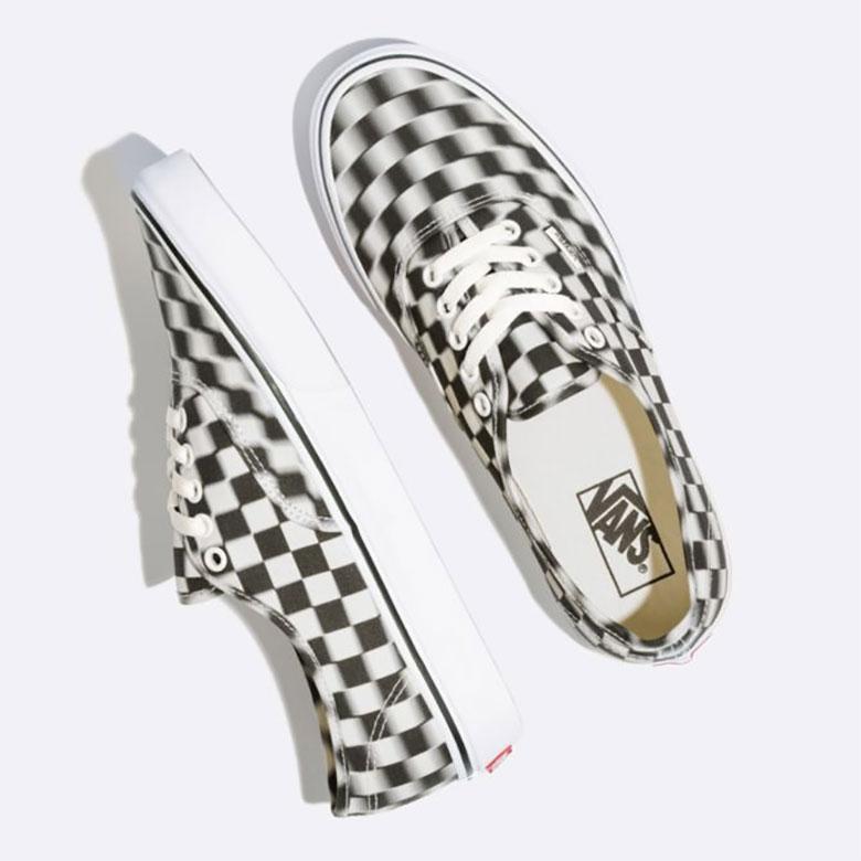 vans authentic blur checkerboard 2 - Vans apresenta Authentic com xadrez embaçado
