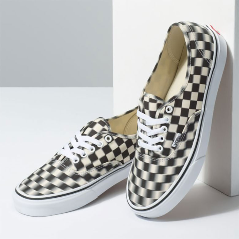vans authentic blur checkerboard 3 - Vans apresenta Authentic com xadrez embaçado
