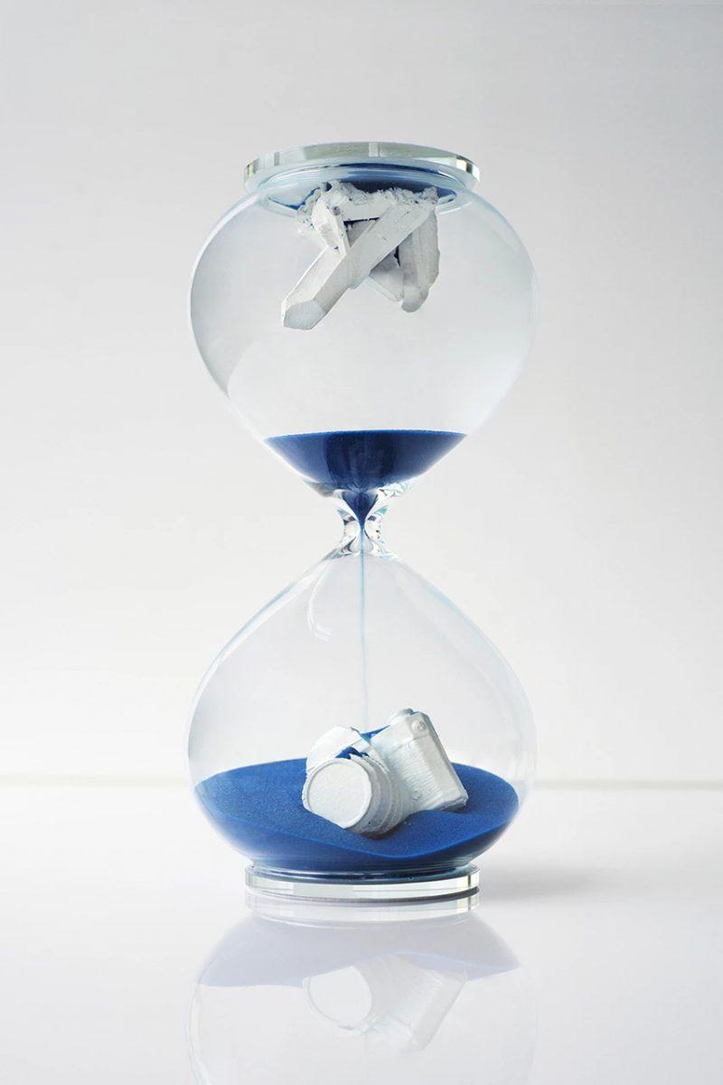 daniel arsham hourglass blue colecionavel 01 - Daniel Arsham vai lançar ampulheta decorativa
